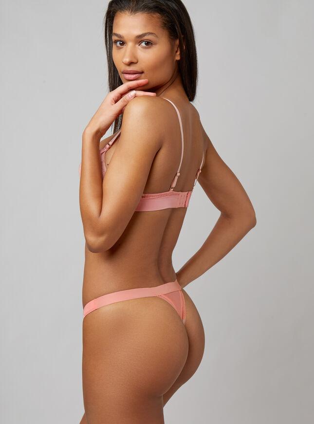 Nadia thong