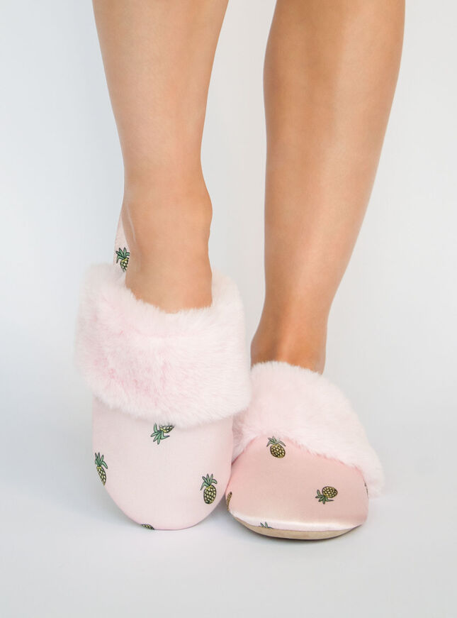 Pineapple Slippers in a bag