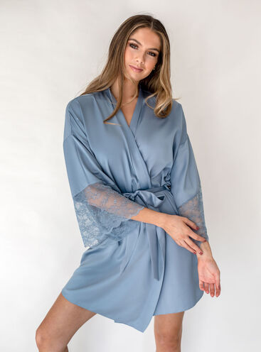 Meghan lace dressing gown