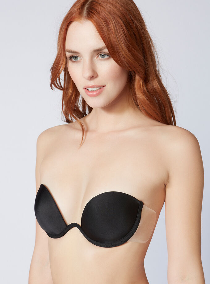 8bfb4bc923345 Backless strapless bra. Model wears size SZ 3