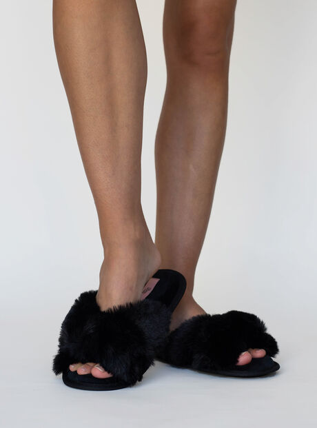 Knot twist fur slippers