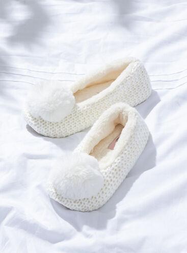 Fluffy pom pom knitted pump slippers