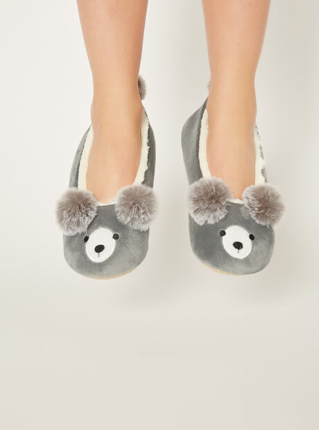 Pom pom bear slippers