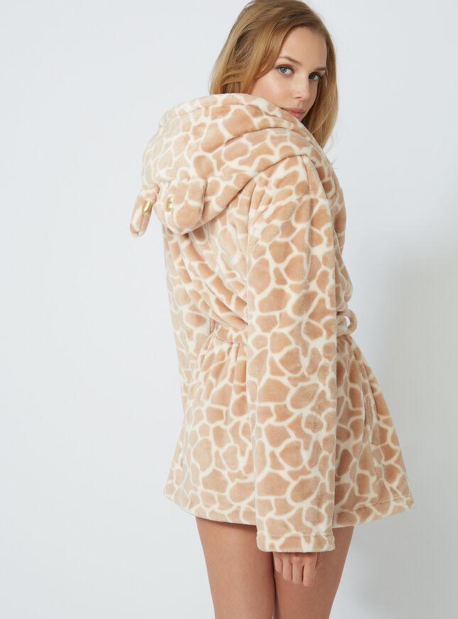 Pretty giraffe dressing gown