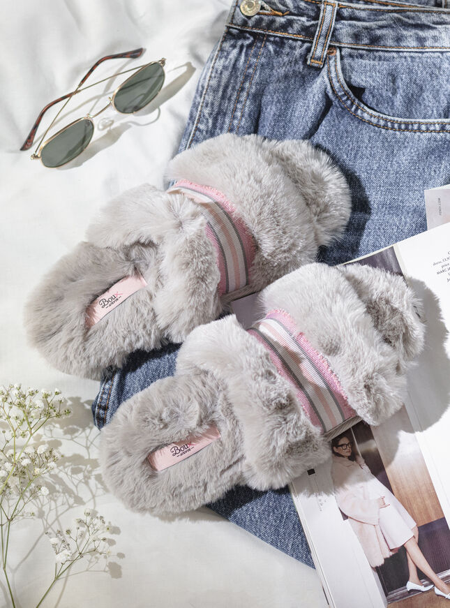 Ribbon detail slider slippers