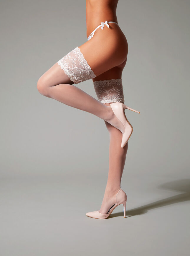 Scalloped lace top hold ups