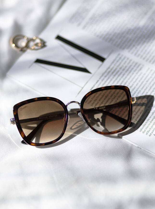 Tortoise metal trim sunglasses