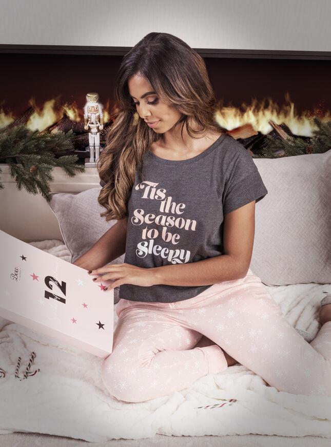 Season to be sleepy pyjama set
