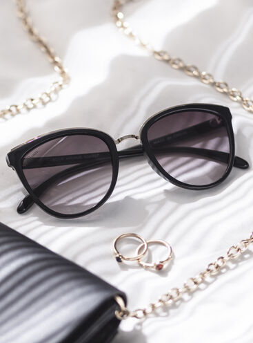 Black metal trim sunglasses