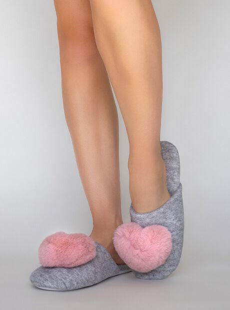 Heart pom slippers